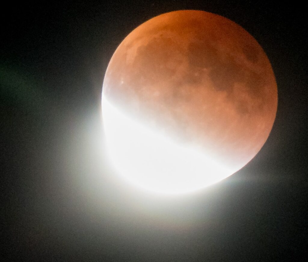 This image has an empty alt attribute; its file name is lunareclipse-2-1024x871.jpg